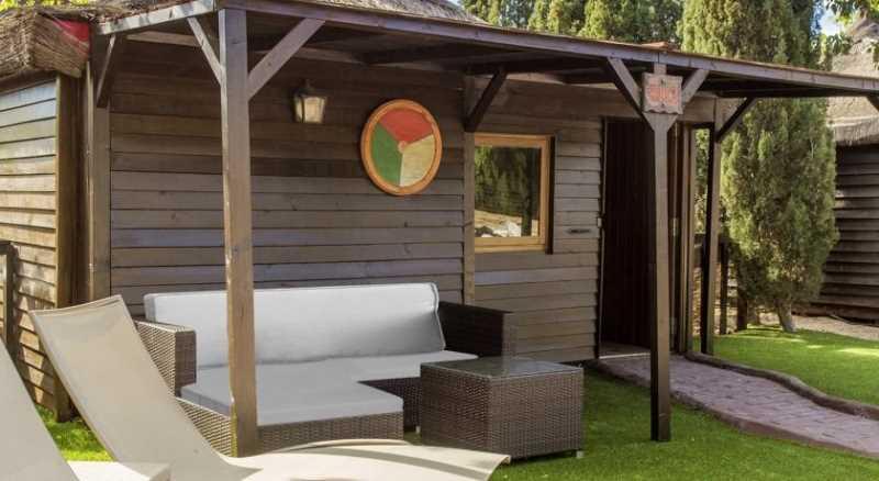 Hoteles con ni os aqua magic robin hood vigo en familia for Hoteles en benidorm con piscina climatizada