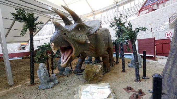 exposición de dinosaurios y edad de hierro